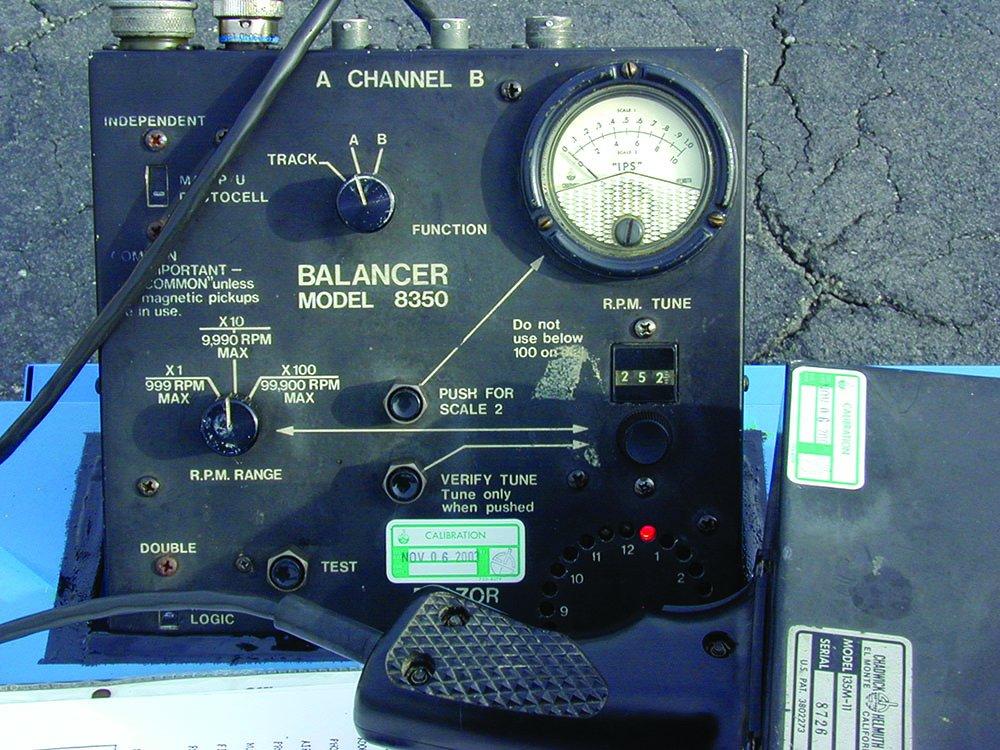 aircraft propeller balancer